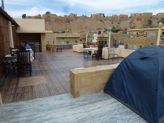 Mystic Jaisalmer Hotel:                   View of Jaisalmer Fort from the rooftop chill-out area