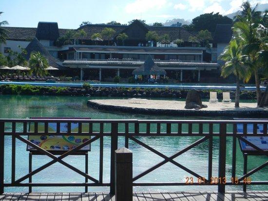إنتركونتننتال ريزورت تاهيتي:                   Vista desde la linea de playa hacia el hotel                 