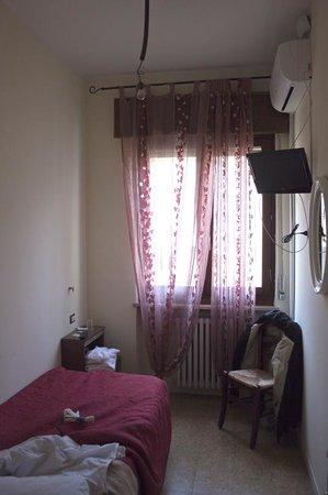 """Hotel Arena:                   questa è la """"camera""""..."""