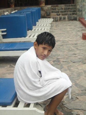 Las Laderas de Califoria:                                     Mi hijo despues de salir de la piscina