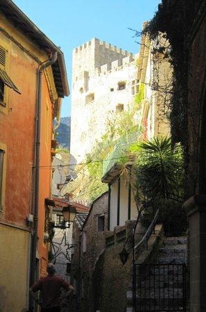 Fraise et Chocolat:                   Town and Castle