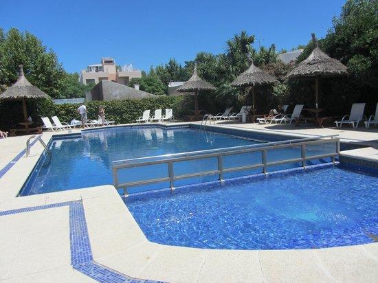Hotel Italiano:                   la piscina (climatizadad)