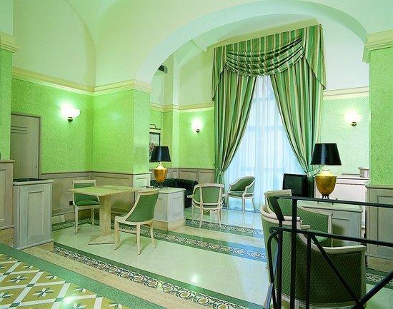 Hotel Capitol Roma: Hall