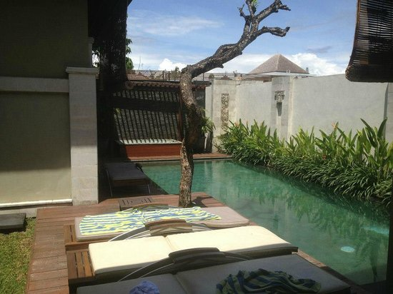 Pradha Villas:                                     2-bed Villa pool area