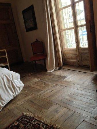 """Piazza Castello Apartment: pavimento """"scricchiolante"""" ma bellissimo"""