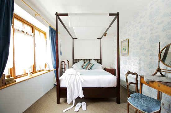 Middle Piccadilly Rural Retreat: Our Four Poster Double