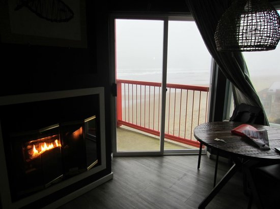 Surftides Lincoln City:                   Corner room view
