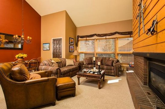 Kutuk Condominiums at Steamboat Springs: Kutuk Sample Living Area