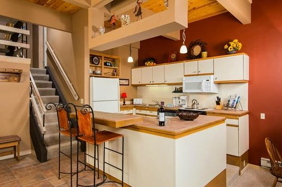 Kutuk Condominiums by Steamboat Springs: Kutuk Sample Kitchen Area