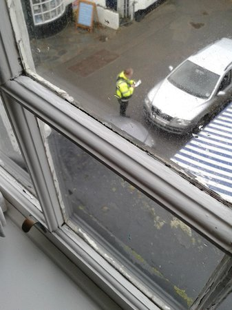 Slipway Hotel: Traffic warden booking some poor customer