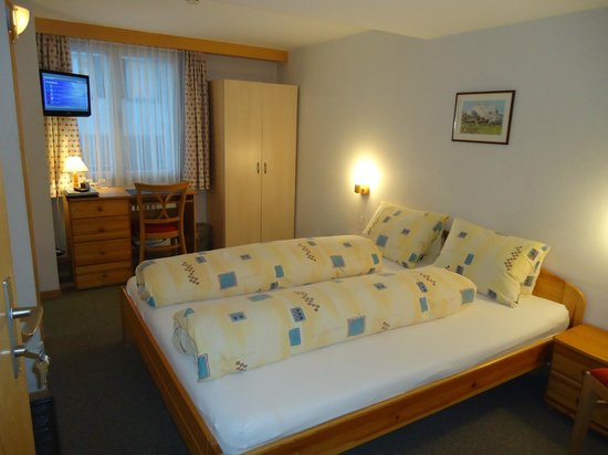 Hotel Tschuggen: Small double room west side