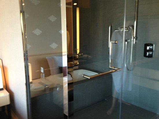 The Capitol Hotel Tokyu:                   Slate bathroom