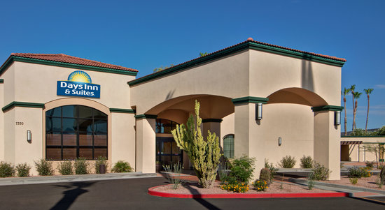 Days Inn & Suites Scottsdale North: Complimentary WiFi and Breakfast