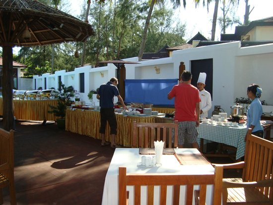 Thande Beach Hotel:                   Frühstück
