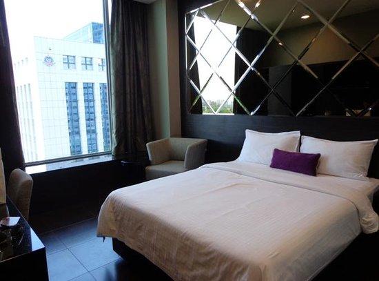 V Hotel Lavender: Chambre