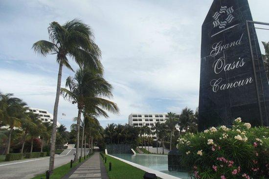 Grand Oasis Cancun:                                                       Entrada del hotel