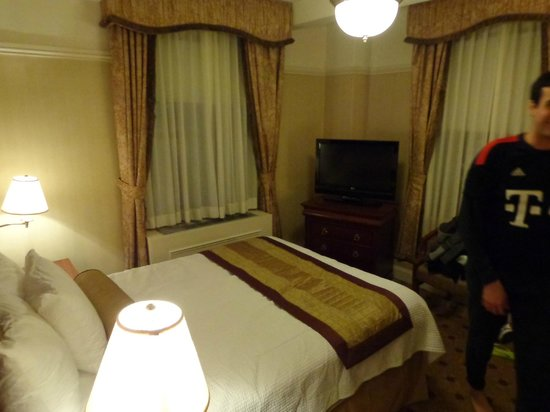 Wellington Hotel:                   quarto