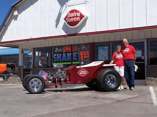 ‪‪Dairy Queen‬: Owners Chris and Terri Holladay with their DQ parade car‬