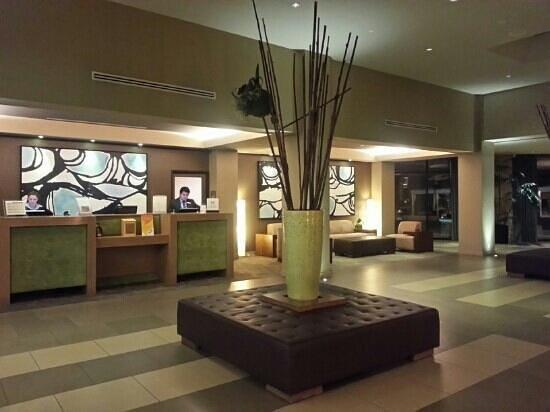 DoubleTree by Hilton Hotel Monrovia - Pasadena Area: Hotel lobby