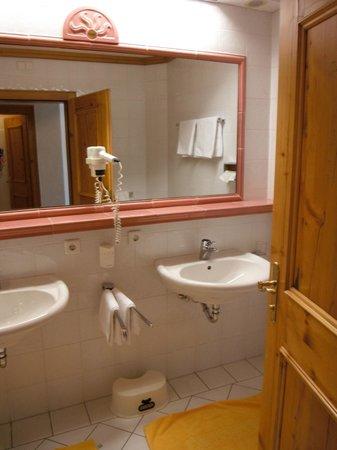 Alpenpark Resort: room 302, bathroom