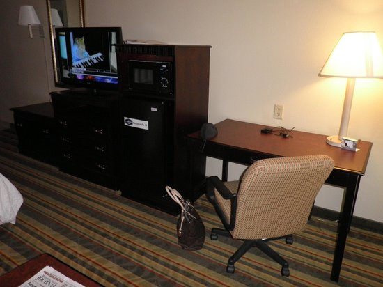 Hampton Inn Richmond Mechanicsville:                   King Study Room