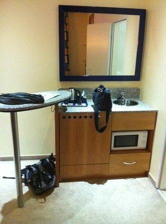 Regency Suites Hotel Budapest:                   angolo cucina della stanza