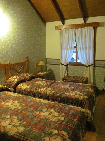 Aldea Nevada - Cabanas:                   habitación con dos camas individuales