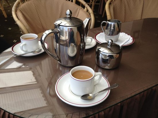 Park Manor Hotel : Sunday Coffee