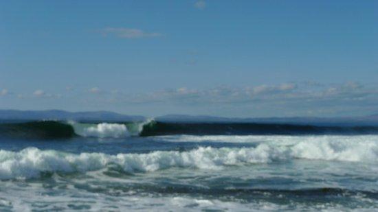 Mount Edward Lodge:                   Epic waves nearby