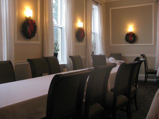 Elm Hurst Inn: Elm Hurst seating