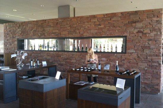 Bodega Navarro Correas:                   Comprando vinos para recordar nuestro viaje
