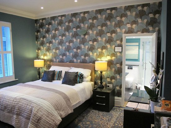 Bed & Breakfast by the Beach: Room 1 King-size with shower en-suite