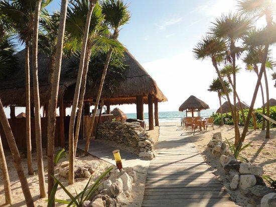 Valentin Imperial Maya: Valentin - Beach Walk & Beach Bar
