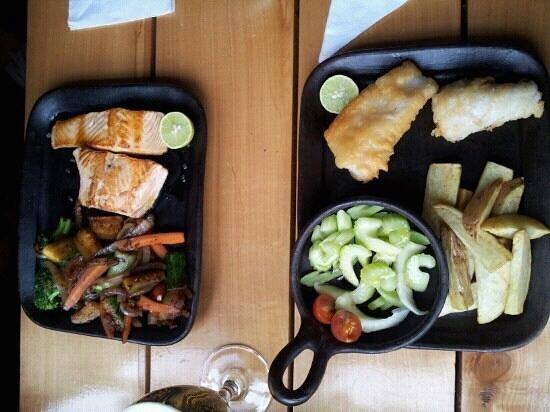 Restaurant Cafe Cangrejo Rojo:                   salmon a la plancha & merluza frita