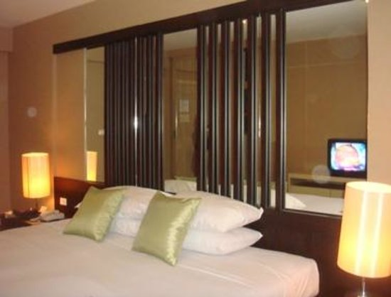 Niran Grand Hotel : Lit