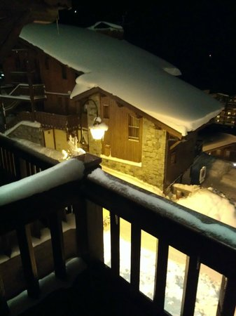 Les Chalets de Rosaël:                   View from the balcony at night