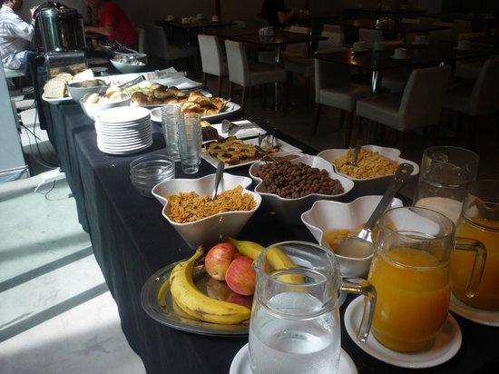 Monserrat Apart Hotel: Desayuno