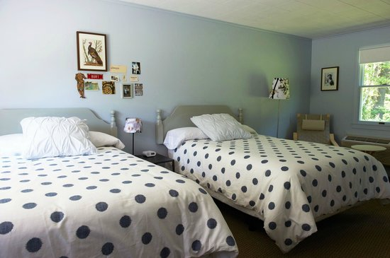 Briarcliff Motel: A room with two full-size beds