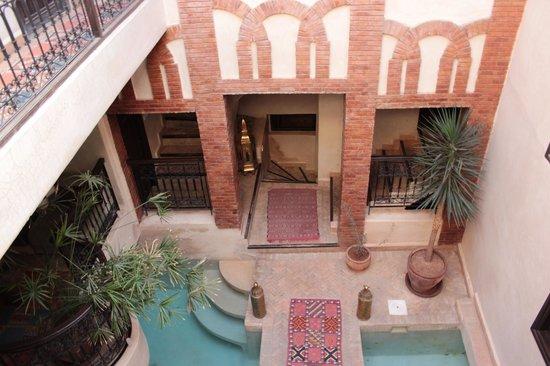 Riad Al Rimal:                   Vista dal balcone del secondo piano