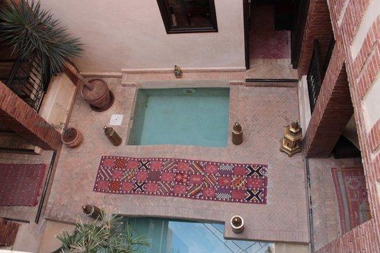 Riad Al Rimal:                   Hall/piscina