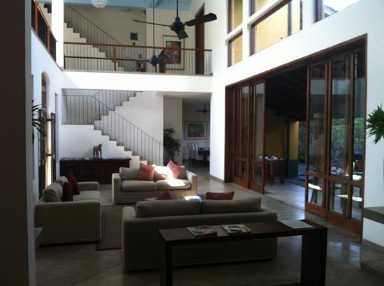 Zylan Luxury Villa :                   Common area where breakfast is served