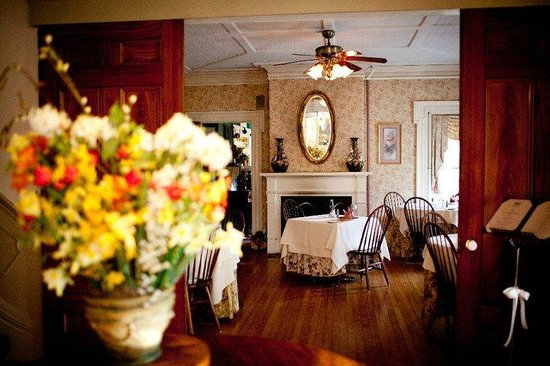 Arlington Inn: Main Dining room