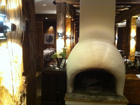 Restaurang Sjomagasinet : View of fireplace from reception area