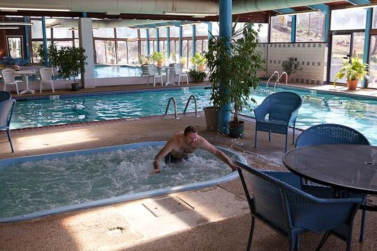 Econolodge Inn & Suites:                                     Indoor pool