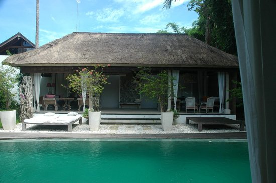 Oazia Spa Villas:                   The common area of the villa w/ dinning area (left) and tv lounge (right)