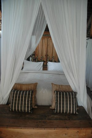 Oazia Spa Villas:                   Upstairs bedroom with beautiful bed