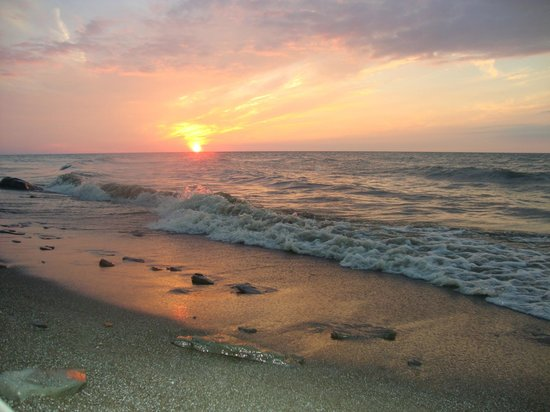 Virginia's Beach Campground : Sunset on the rocky beach