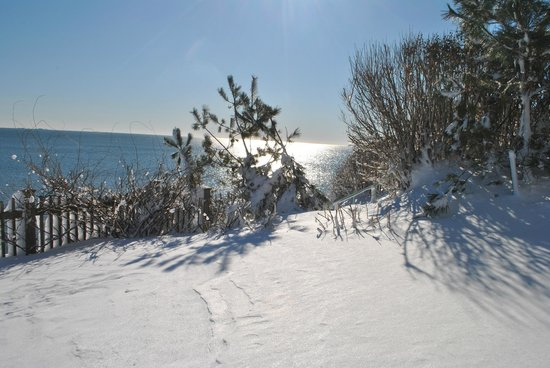Cliff Walk Cottage on The Sea: Winter view from suites overlooking ocean and Cliff Walk