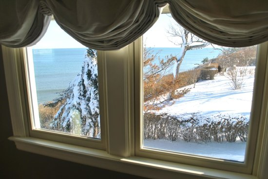 Cliff Walk Cottage on The Sea: Winter view from Seaview Suite sitting room