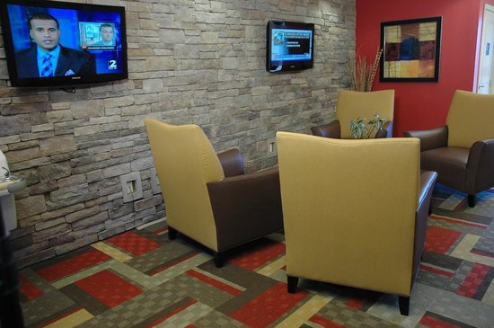 Red Roof Inn Locust Grove: Spacious Lobby with stonewall and flat screens